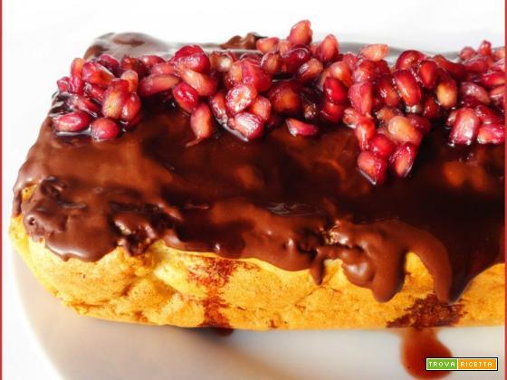 Torta Soffice allo Zenzero e Melograno ricoperta di Cioccolato