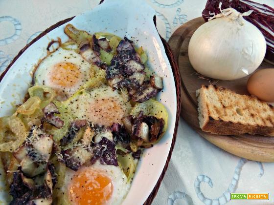 Uova al forno con cipolle e radicchio