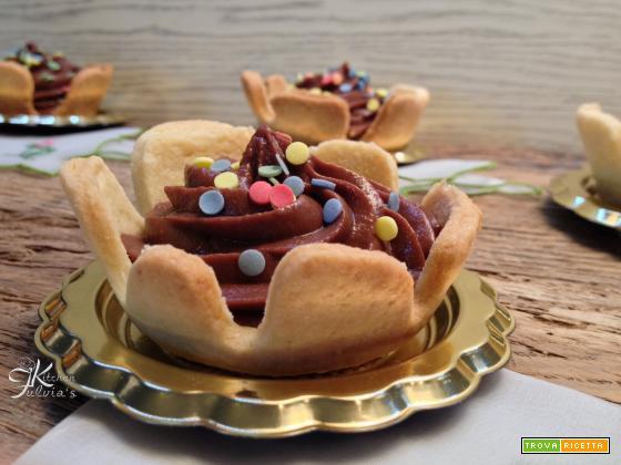 Tartellette con crema pasticcera al cioccolato