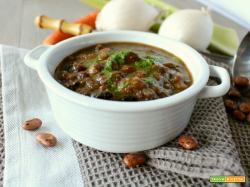 Zuppa cremosa di legumi al vino rosso