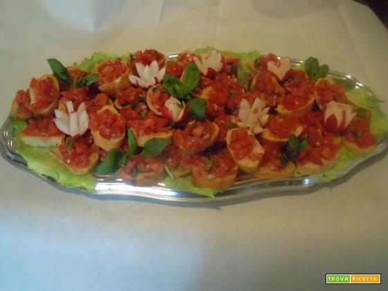 Crostini toscani con pomodoro e cipolla