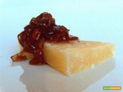 Marmellata di cipolle per formaggi