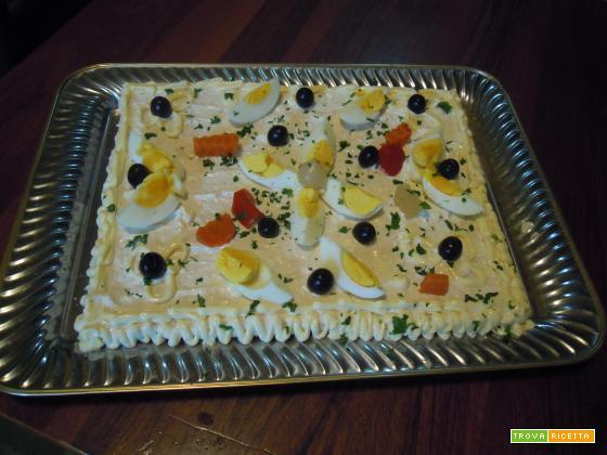 Torta per antipasto con tonno e maionese