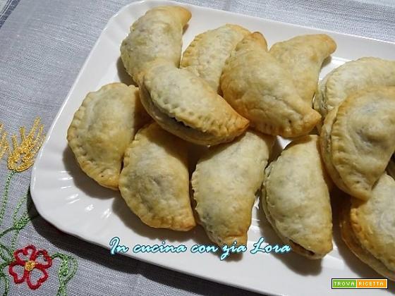 Fagottini di pasta sfoglia con carne e verdure