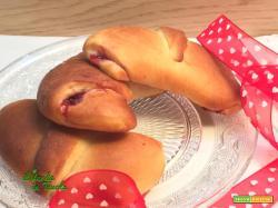 Cornetti vegani alla confettura di fragole