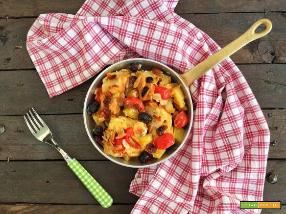 Baccalà con patate, olive, uvetta e mandorle