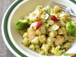 Gnocchetti di semola al curry con broccoli piccanti