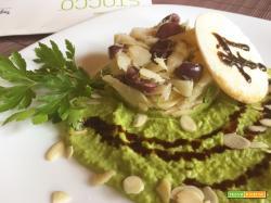 Tortino di stoccafisso, olive e mandorle con purea di piselli