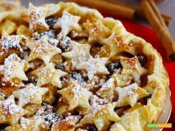 Crostata di mele natalizia con stelle di pasta sfoglia