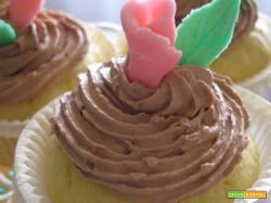 Cupcakes alla mandorla con ganache al cioccolato