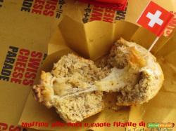 Swiss Cheese Parade: Muffins alle Noci e cuore filante di Gruyère (Walnut and Gruyère Muffins)