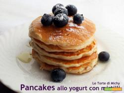 Pancakes senza uova allo yogurt e mirtilli