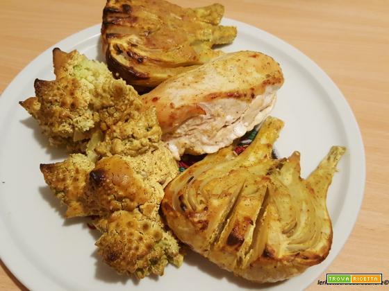 Arrosto di cavolo romanesco, finocchi e petto di pollo al forno e tranci di ventresca in padella con granella di nocciole e pistacchi....