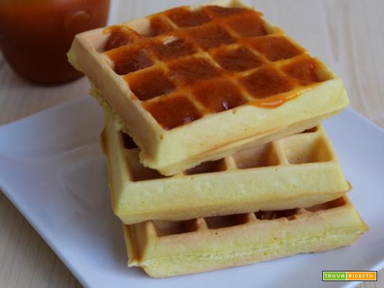 Dolci waffle con marmellata  albicocche
