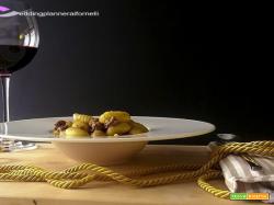 Gnocchi con salsiccia e crema ai carciofi e tartufo bianco