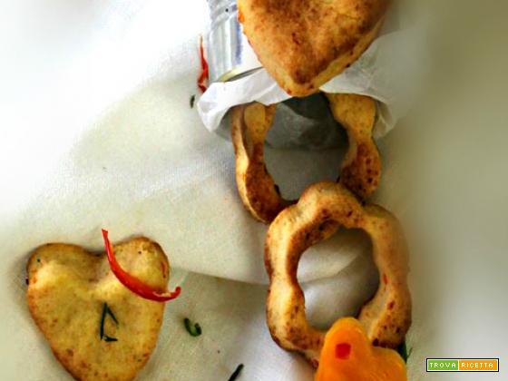Biscotti salati ai peperoni, pecorino e cipolle