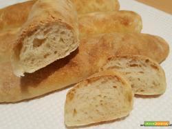 Filoncini di pane con lievito madre a lunga lievitazione