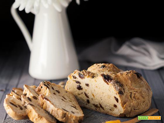 Irish soda bread con uvetta e pinoli