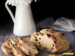 Irish soda bread con uvetta e pinoli