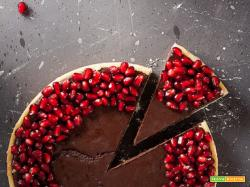Crostata con ganache al cioccolato e melograno