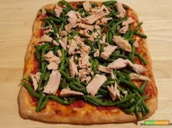 Pizza con fagiolini e tonno