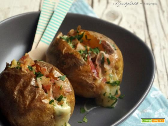 Jacket potatoes con bacon e langherino