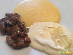 """Piatto """"montanaro"""" con polenta, porcini e formaggio"""