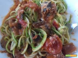 Pasta alla Norma, versione light, con spaghetti di zucchine