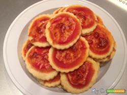 Pizzette veloci con formaggio morbido e senza lievitazione