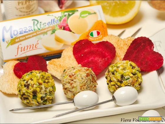 Mozzarisella balls mandorle e pistacchio