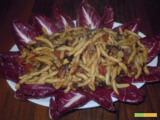 Pasta corta con radicchio rosso e pancetta