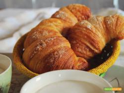 Croissant sfogliato con lievito madre