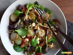 Insalata di quinoa con topinambur, nocciole e pomodori secchi