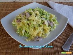 Tagliatelle ricce con cavolo verza e salsiccia