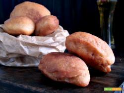 Calzoni fritti con prosciutto e mozzarella
