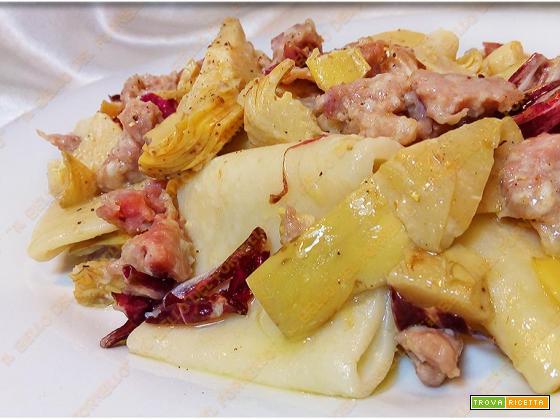 Paccheri con carciofi salsiccia e radicchio