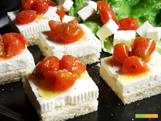 Tartine Quartirolo e pomodorini