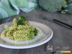 Pasta con salmone e broccoletti