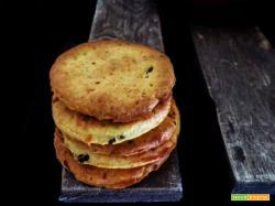 Crackers ai capperi e parmigiano reggiano – senza lievito