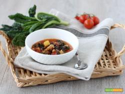 Zuppa rustica salamella e cavolo nero