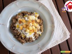Zuppa di cereali e funghi con crema al formaggio