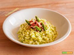 Risotto alla crema di asparagi e speck