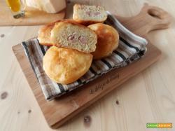 Bomboloni salati farciti con wurstel e formaggio !