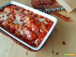 Lasagna con salsiccia sbriciolata e salame piccante