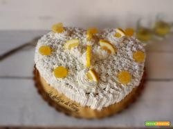 Torta delizia al limone a forma di cuore