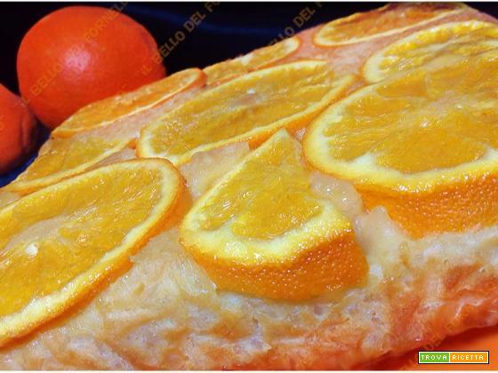 Dolce rovesciato di riso all'arancia senza burro