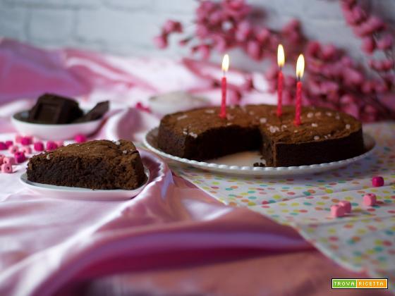 Torta al cioccolato e sale rosa dell'Himalaya