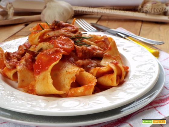 Pappardelle all'aglio con sugo di coniglio