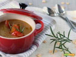 Vellutata di cicerchie e pomodori secchi alla sambuca
