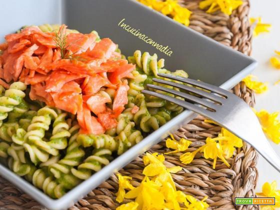 Pasta di quinoa con crema di zucchine e salmone affumicato